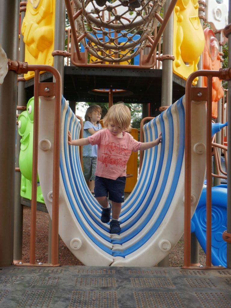 Jeux enfants Costa Rica e1568168896748 768x1024 Costa Rica, première semaine en Slow travel