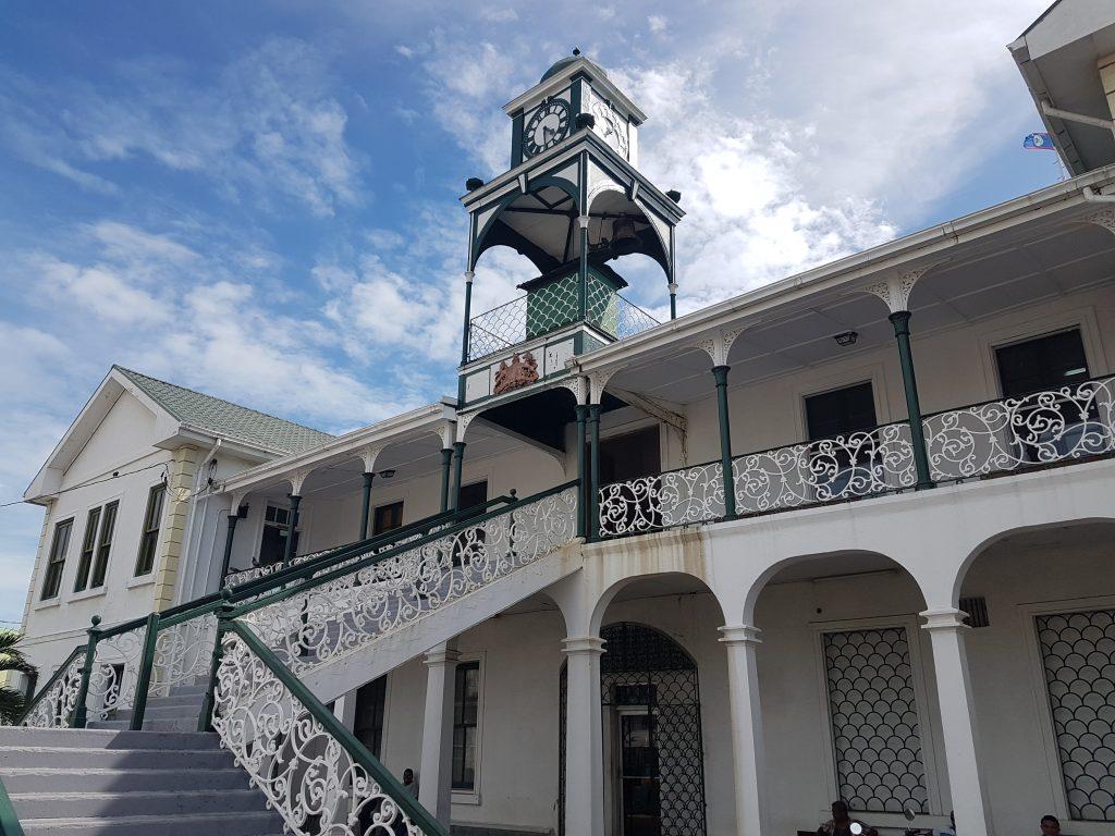 Belize city en famille monument 1024x768 Le paradis a un nom : Caye Caulker