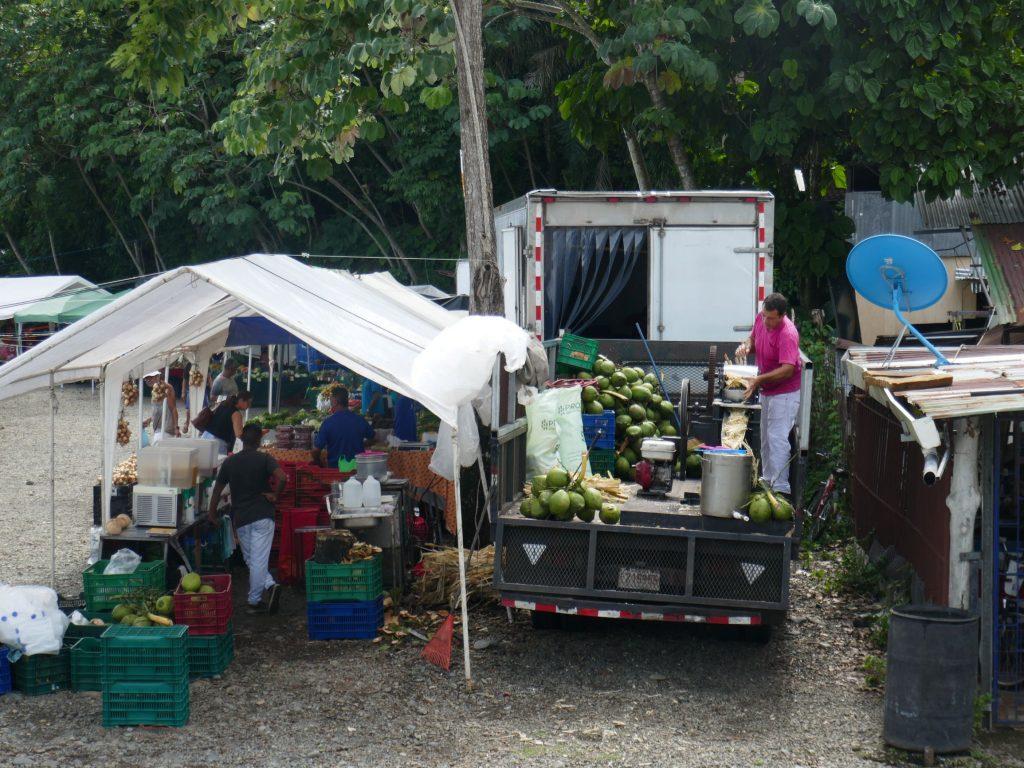 marche local quepos 1024x768 Quepos, dernière étape au Costa Rica ... pour le moment !