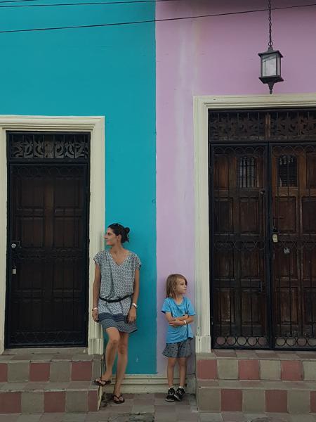 Rue Grenada Granada explosion de couleurs